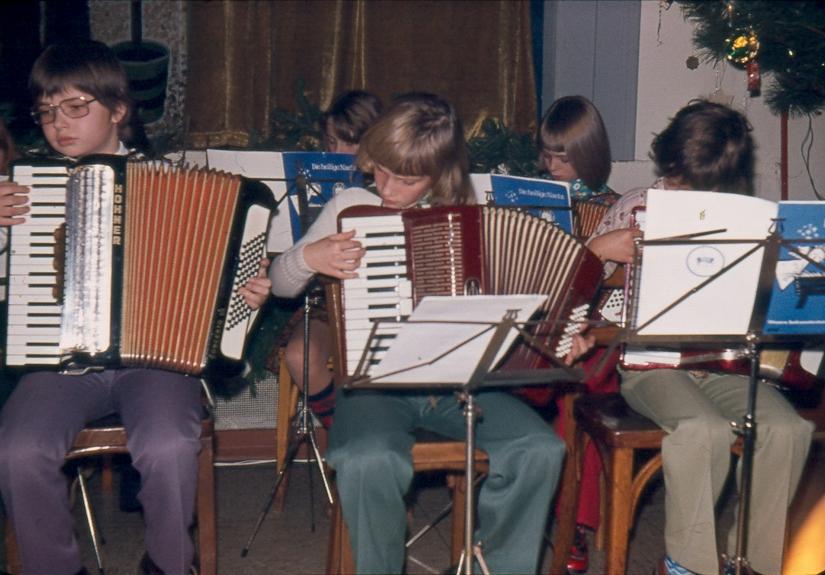 wa-1975-weihnachtsfeier-c030